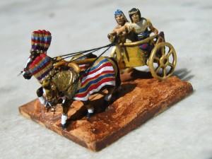 Un chariot égyptien. Cette unité compte et se comporte comme de la cavalerie.
