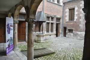 Cour intérieure de l'Hôtel Cabu